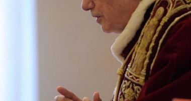 El 11 de febrero de 2013 Benedicto XVI anunciaba públicamente su renuncia al ministerio petrino dejando la Sede vacante en espera de un sucesor