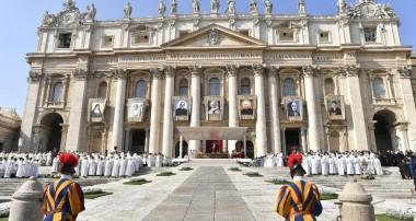 """Ángelus del Papa: """"María nos ayude a seguir el ejemplo de los nuevos santos"""""""