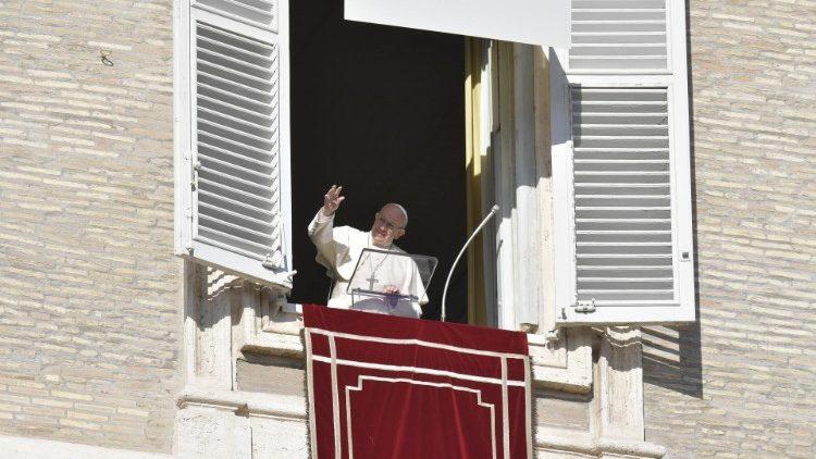 Ángelus del Papa en la Solemnidad de la Inmaculada: el «heme aquí», de María