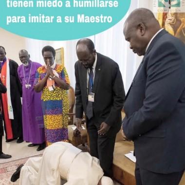 El Papa se arrodilló y besó los pies de los líderes enemigos en Sudán del Sur
